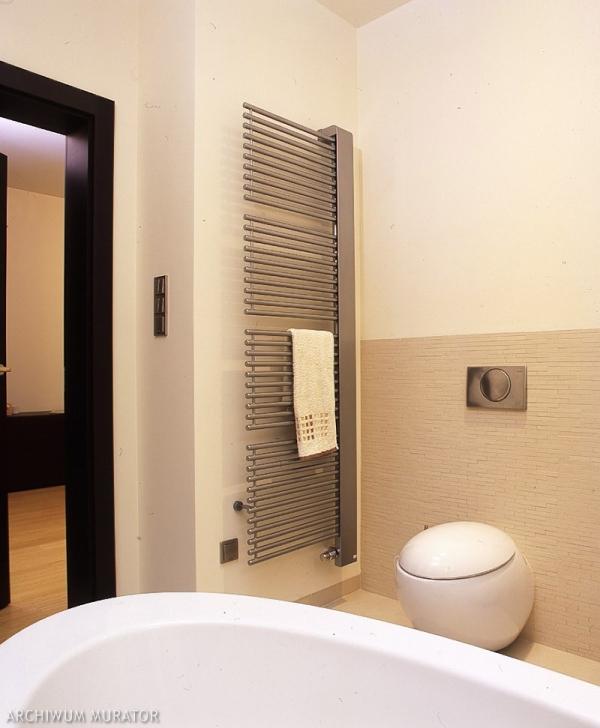 Drabinkowy grzejnik łazienkowy. Dekoracyjny element wyposażenia łazienki