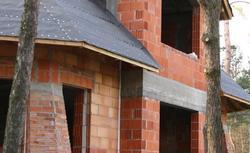 Jak koszt budowy domu rozłożyć w czasie? Kiedy za co płacić wykonawcy?