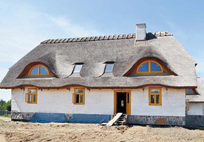 Dom z gliny i słomy. Ekologiczny pomysł na dom ze słomy