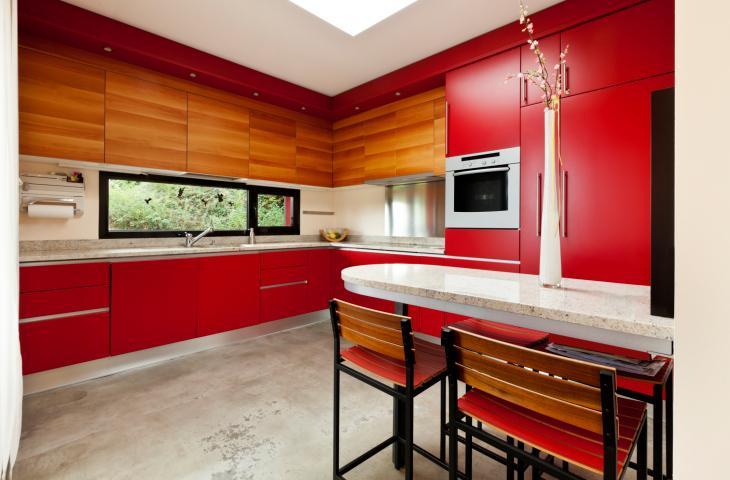 Galeria zdjęć  Czerwona kuchnia  ogniste ściany, meble kuchenne i dodatki