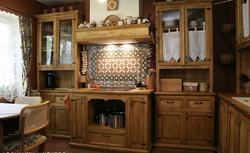 Zdjęcia kuchni rustykalnych: meble i dodatki. Zobacz inspirującą galerię kuchni w stylu rustykalnym
