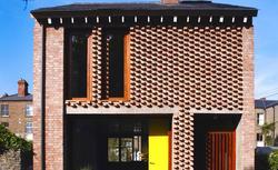 Najpiękniejsze elewacje domów z cegły. Galeria zdjęć domów