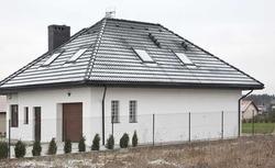 Twój dom od lat stoi przy granicy działki? Nadzór budowlany może nakazać ci przebudowę