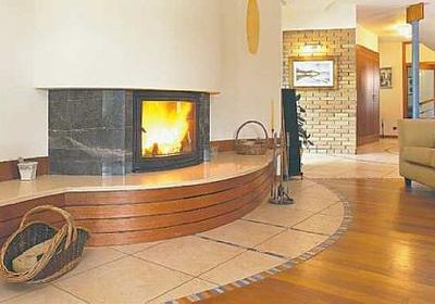 Koza czy kominek tradycyjny? Który sposób ogrzewania domu jest lepszy?