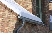 Jak poradzić sobie z odśnieżaniem otoczenia domu: dobór sterowników do ogrzewania elektrycznego i określanie długości przewodów grzejnych