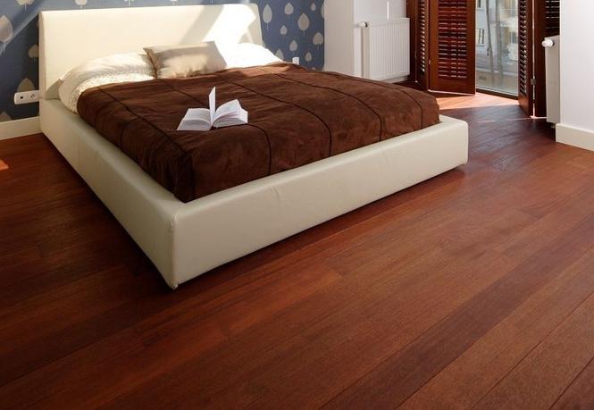 Jaka podłoga: olejowana czy lakierowana? Zabezpieczamy lite drewno