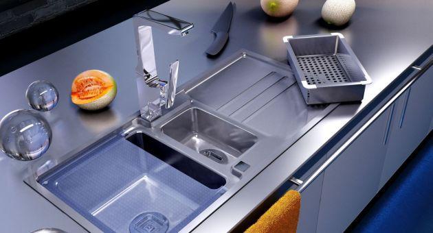 Kuchnia: jak zamontować zlewozmywak? Zlewozmywaki podwieszane, nakładane na szafkę i wpuszczane w blat?