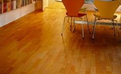Jaka podłoga drewniana najlepsza? Deski, parkiet, mozaika, a może panele podłogowe?
