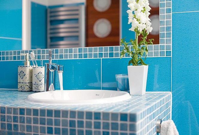 Niebieskie płytki ceramiczne