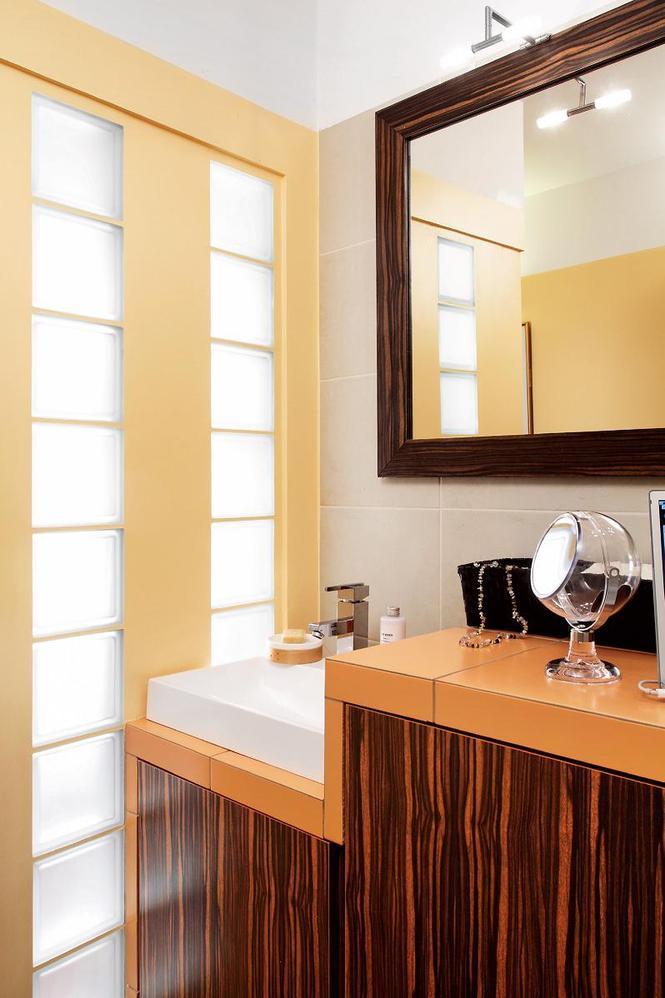 Pomysł na żółtą łazienkę. Oto, jak z 2 małych wnętrz stworzono nowoczesną łazienkę - Łazienka ...